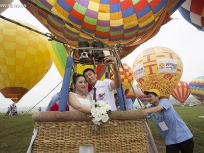 Newlywed couples take off in Nanjing, capital of East China's Jiangsu province